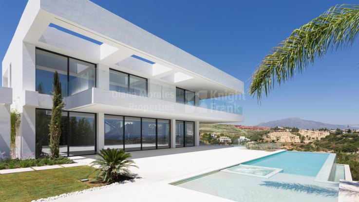Modern Style Villa with Panoramic Views in Los Flamingos