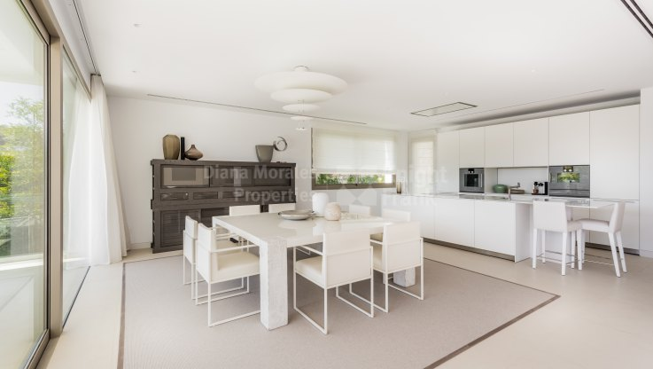 Beachside Modern Villa - Villa for sale in Casasola, Estepona