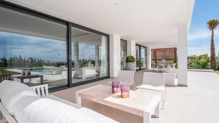 Contemporary villa with sea views - Villa for sale in Cancelada, Estepona