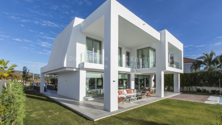 Ultra Contemporary Villa in Santa Clara Golf