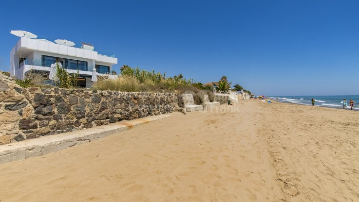 Beachfront Villa in East Marbella - Villa for rent in Costabella, Marbella East