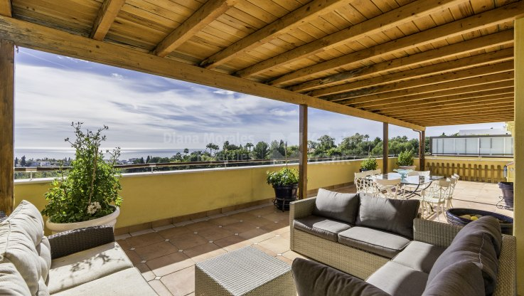 Condado de Sierra Blanca, Penthouse with sea and countryside views