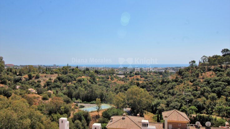 Charming penthouse with panoramic views - Apartment for sale in Puerto del Almendro, Benahavis