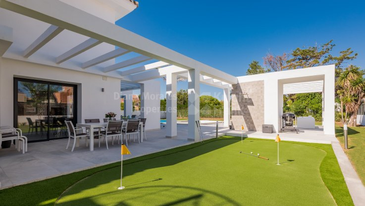 Villa in second line of beach - Villa for sale in Casasola, Estepona
