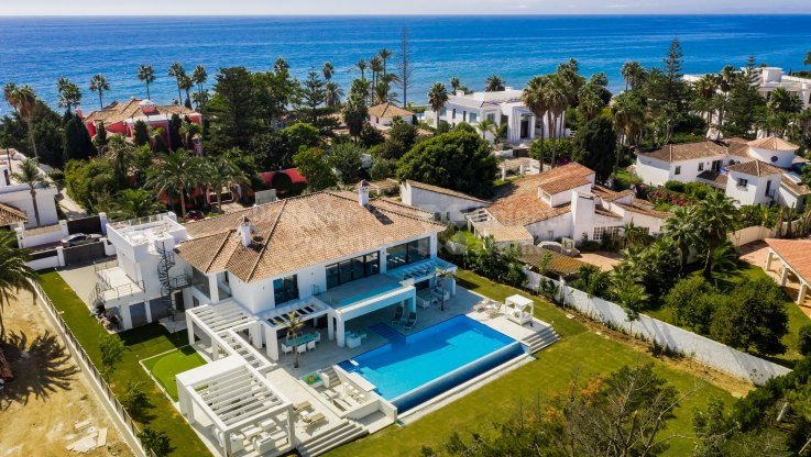 Casasola, Villa in second line of beach