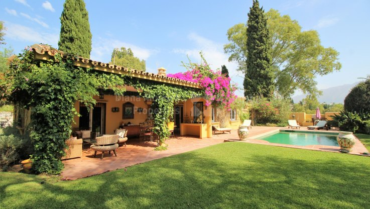San Pedro de Alcantara, Single level Villa in Secluded Location