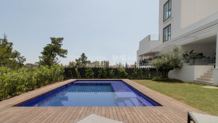 Ground floor apartment with private pool in the GoldenMile - Ground Floor Apartment for sale in Marbella Golden Mile