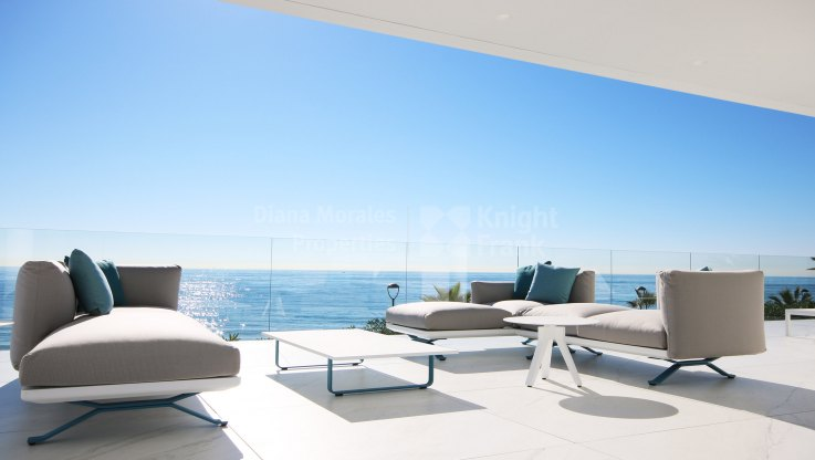 Estepona Playa, Beachfront 4-bedroom penthouse in development under cnstruction