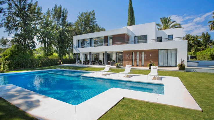 Las Brisas, Stunning Modern Villa in the heart of the Golf Valley