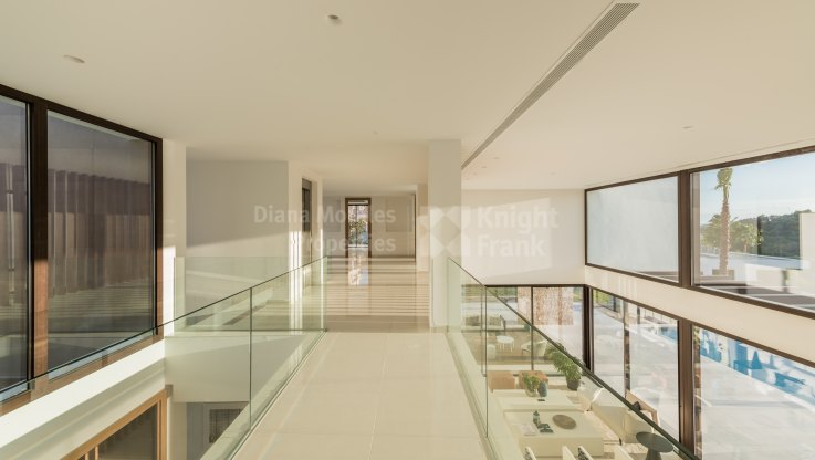 New modern family home - Villa for sale in La Alqueria, Benahavis