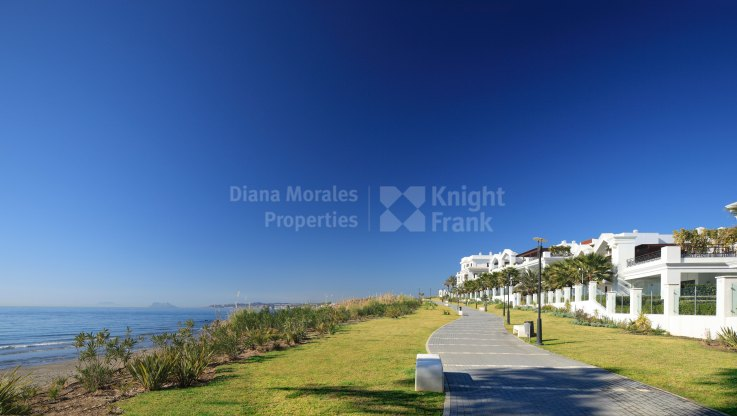 Estepona Playa, Modern Apartment in Beachfront Development