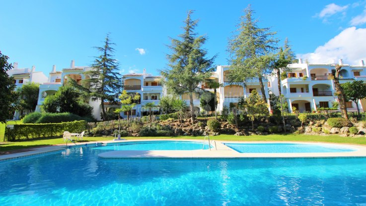 Sunny Walk-up Apartment Near Golf Course - Apartment for sale in Le Village, Nueva Andalucia