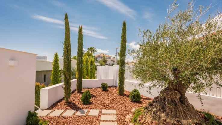 Brand new villa - Villa for sale in La Alqueria, Benahavis