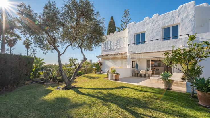 Peñablanca, House in gated urbanisation next to Aloha Golf