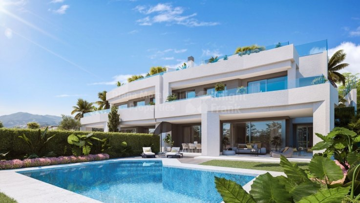 Marbella East, Modern semi-detached house in gated community