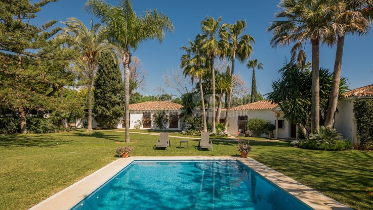 Guadalmina Baja, Single level villa near the beach