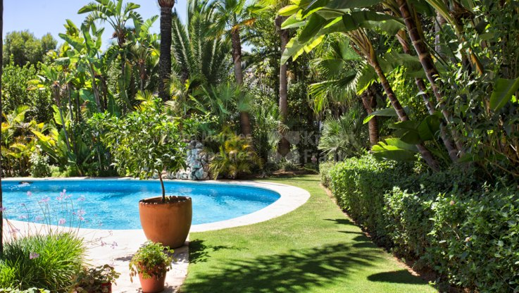 Very private villa in Altos de Puente Romano - Villa for sale in Altos de Puente Romano, Marbella Golden Mile