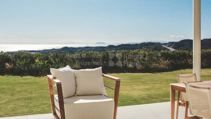 Benahavis, Ground floor duplex with private garden
