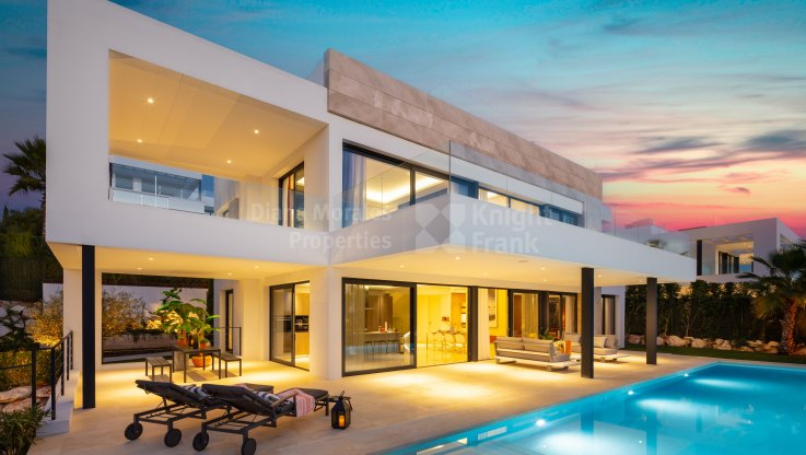 Nueva Andalucia, Modern and cosy villa in a gated urbanization