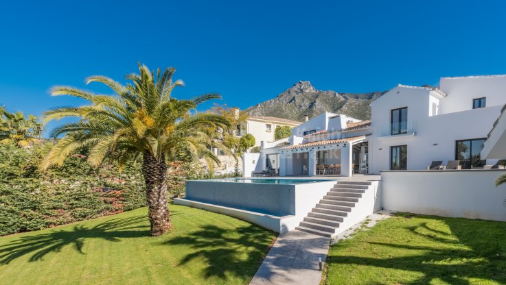 Marbella Hill Club, Completely refurbished villa in gated community