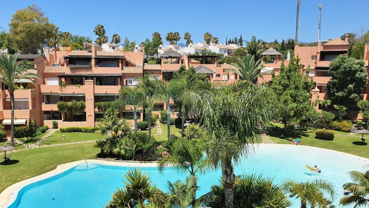 Duplex penthouse for sale in Alhambra del golf