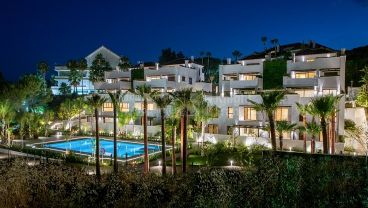 Nice penthouse on two levels in prestigious área - Duplex Penthouse for sale in Las Lomas del Marbella Club, Marbella Golden Mile