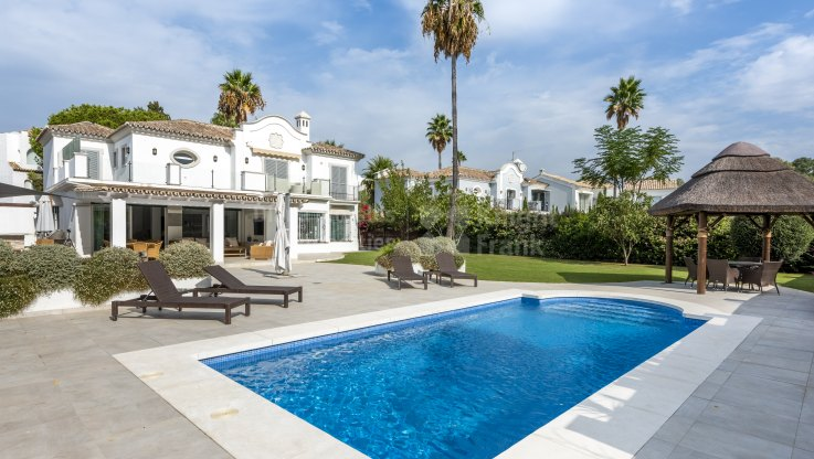 Casasola, Beautiful beachside villa for sale