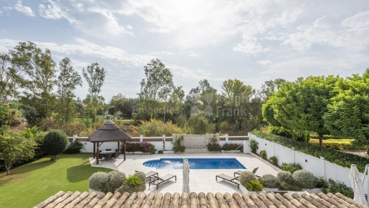 Beautiful beachside villa for sale - Villa for sale in Casasola, Estepona