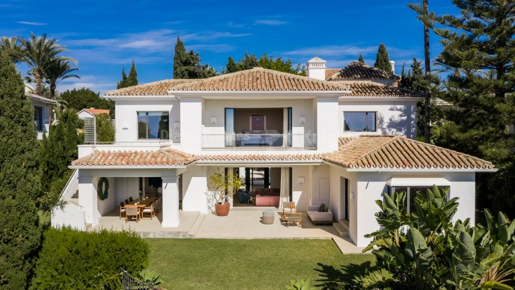 Los Monteros, Family Home Steps Away from the Beach