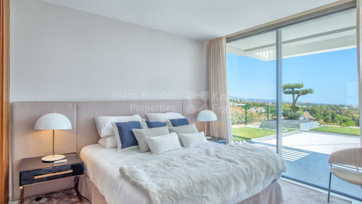 Duplex penthouse with garden and private pool with panoramic views - Duplex Penthouse for sale in Mirador del Paraiso, Benahavis