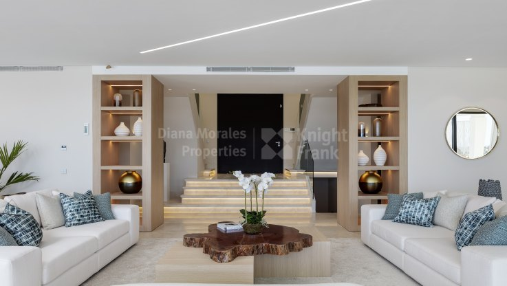 Exceptional frontline golf villa with panoramic views - Villa for sale in Paraiso Alto, Benahavis