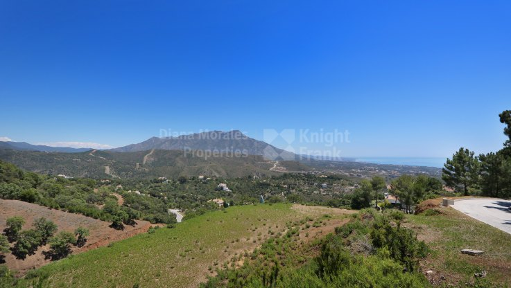 Plot with sea and mountain views in La Zagaleta
