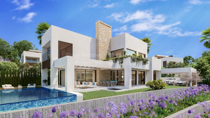 Marbella Centro, Modern villa in gated community with security