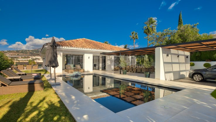 Los Naranjos Golf, Villa with golf and mountain views in Nueva Andalucia