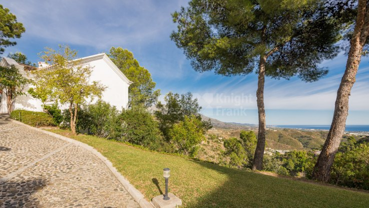 Charming villa with panoramic views - Villa for sale in El Madroñal, Benahavis