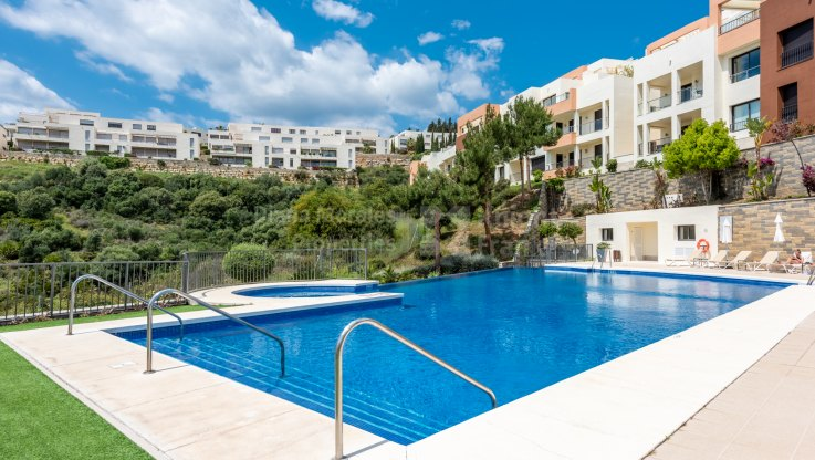 Los Altos de los Monteros, South facing apartment with sea views