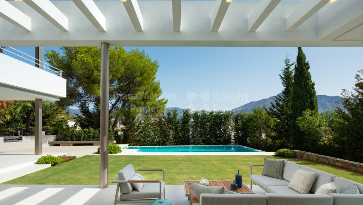 Contemporary Family Home in Nueva Andalucia