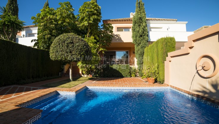 Altos de Puente Romano, Semi detached Villa in the Golden Mile