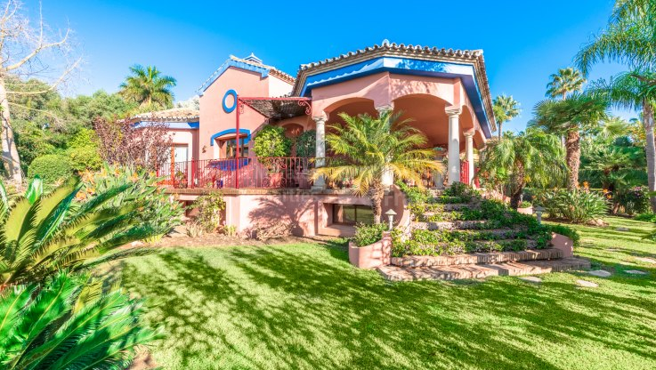 Altos Reales, Family villa in gated community