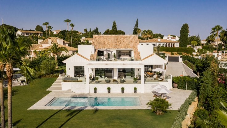 Elevated position and amazing views - Villa for sale in Elviria, Marbella East