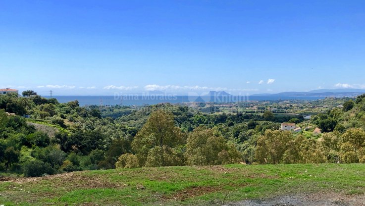La Panera, Plot with sea and mountain views next to Estepona town