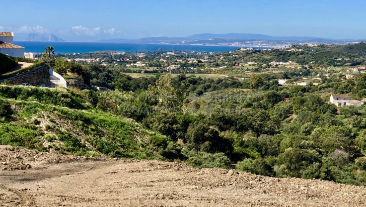 Plot with sea and mountain views next to Estepona town - Plot for sale in La Panera, Estepona