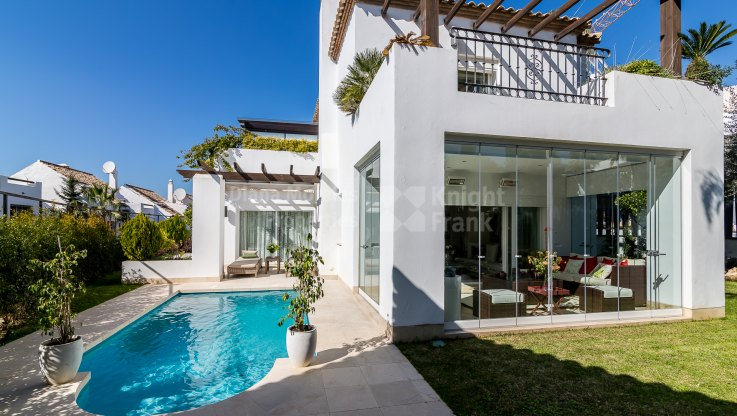 Altos de Salamanca, Five-bedroom villa in gated community