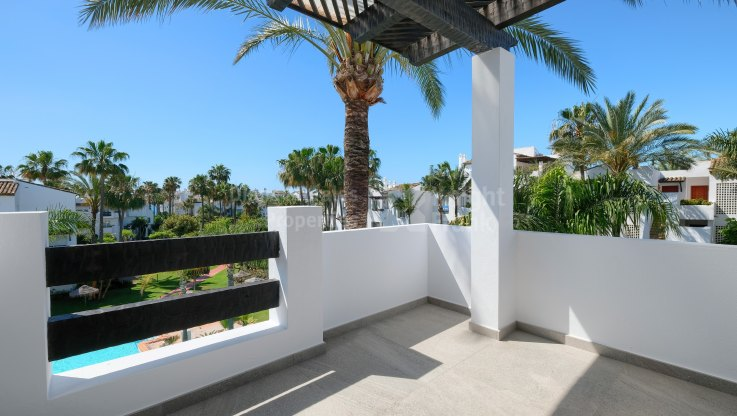 Steps from the beach - Apartment for sale in Costalita, Estepona