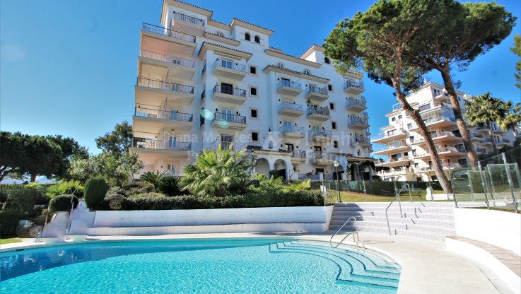 Andalucia del Mar, Apartment in beachfront development in Puerto Banus