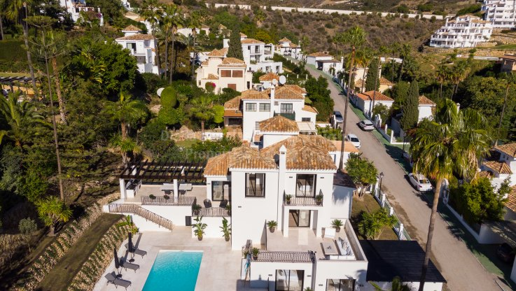 Beautifully renovated villa in a gated community - Villa for sale in Los Naranjos Hill Club, Nueva Andalucia
