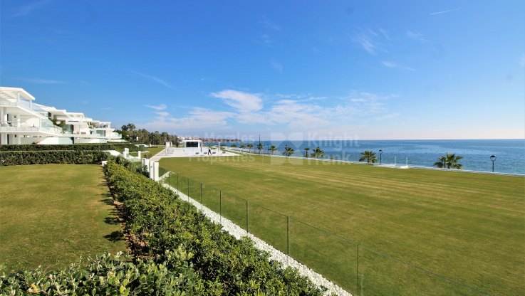 Beachfront ground floor apartment - Ground Floor Apartment for sale in Estepona Playa, Estepona