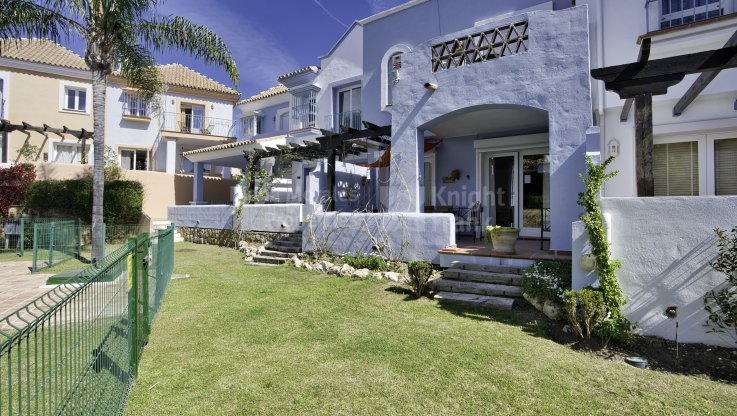 Townhouse in gated complex within well established setting - Town House for sale in Aloha Lake Village, Nueva Andalucia