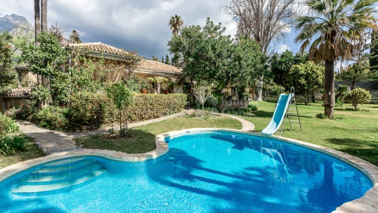 Villa on a large plot with great potential - Villa for sale in Marbella Hill Club, Marbella Golden Mile