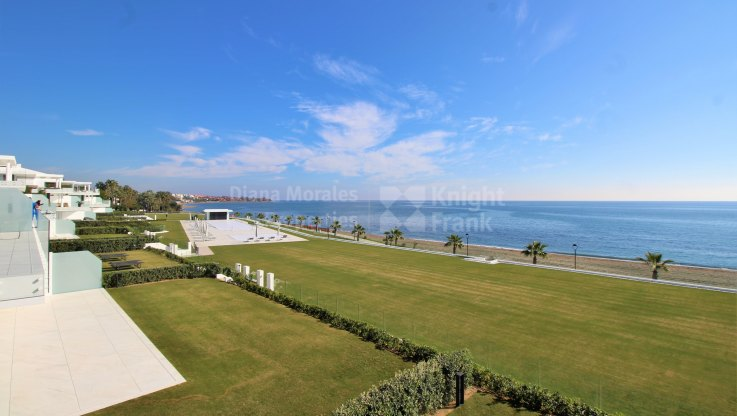 Estepona Playa, Beachfront first floor apartment